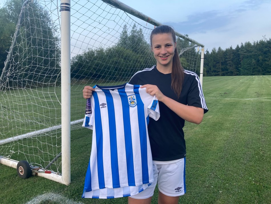 Defender Autumn Housley signs for HTWFC